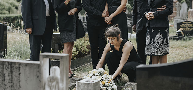 Who can sue for wrongful death in California?